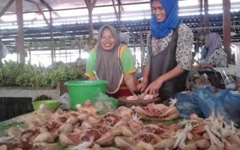 Pedagang ayam potong di Pasar SAIK Kuala Pembuang.