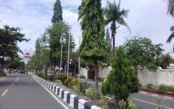 Jalan A Yani yang kondisi PJU masih belum banyak berfungsi secara maksimal