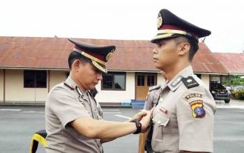 Kapolres Barsel AKBP Yussak Angga melakukan serah terima jabatan dari Kabagops Kompol Joko Agung Purnomo kepada Kompol Muhammad Amiruddin, Kamis (18/5/2017).