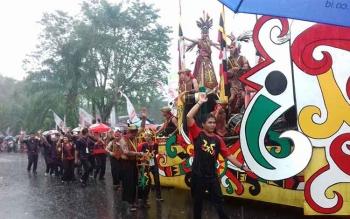 Kapal hias yang ditampilkan salah satu peserta Karnaval Budaya Isen Mulang