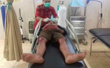 Korban kecelakaan lalu lintas saat dirawat di RSUD Kuala Kurun, Kabupaten Gumas, Jumat (19/5/2017).