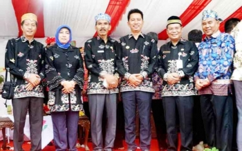 Bupati Barito Utara H Nadalsyah, Wakil Ketua I dan II DPRD, dan Sekda H Jainal Abidin serta Kepala SOPD saat menghadiri pembukaan FBIM di taman Kota Sampit, Kota Waringin Timur.