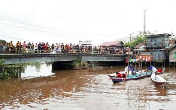 Lomba besei kambe dipadati penonton, di Sungai Mentaya Sampit, Minggu (21/5/2017).