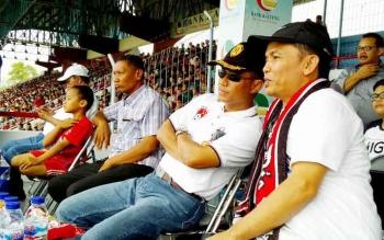 CEO Kalteng Putra Agustiar Sabran berbincang bersama Danrem 102/Pjg Kolonel Arm M Naudi Nurdika.