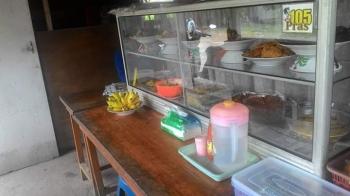 Sebuah warung makan di Jalan Tingang, Palangka Raya. Pengusaha warung makan diminta tidak terlalu terbuka saat berjualan di bulan puasa.