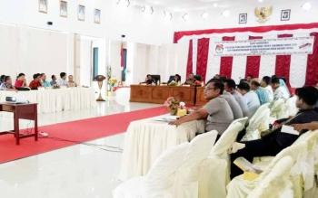 Bupati Sukamara, Ahmad Dirmabn saat mengikuti rapat koordinasi pemilihan kepala daerah dan wakil kepala daerah Kabupaten Sukamara tahun 2018.