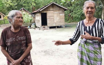 Akses jalan menuju Dusun Campedak di RT 33 Kelurahan Baru Pangkalan Bun rusak parah. Hanya kendaraan tertentu yang bisa melewati jalan ini.