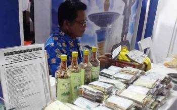 Produk herbal karya warga Kecamatan Lahei, dipamerkan di stan Barito Utara pada Kalteng Quality Expo 2017 di Sampit, Kabupaten Kotawaringin Timur.