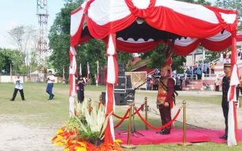 Gubernur Kalteng Sugianto Sabran saat menjadi inspektur upacara dalam HUT Kaleng, Selasa (23/5/2017).