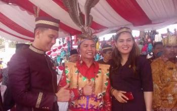 Anggota Komisi I DPRD Kotim, Sinar Kamala (kanan) saat bersama anggota DPRD Kotim dan Ketua DAD Provinsi Kalteng.
