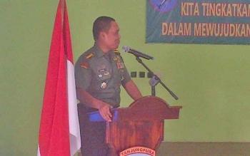 Direktur Pembinaan Pendidikan dan Latihan di Pusat Teritorial Angkatan Darat (Pusterad) saat menyambangi Kodim 1012/Buntok untuk melakukan penilaian lomba Pembinaan Teritorial ke XX, Selasa (23/5/2017).