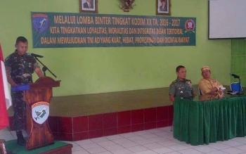 Dandim 1012/Buntok Letkol Inf Didik Purwanto (kiri) memberikan sambutan saat menerima kedatangan Tim Penilai Lomba Pembinaan Teritorial ke XX, Selasa (23/5/2017).