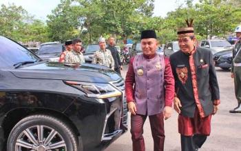 Gubernur Kalimantan Tengah Sugianto Sabran (peci hitam).