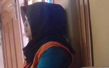 Fika Wulandari terdakwa arisan bodong saat disidang di Pengadilan Negeri Sampit.