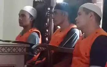 Dedy Mukarramah, M Nasir dan A Mujiannur terdakwa penggelapan uang koperasi