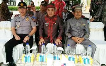 Waket II DPRD Mura, Rejikinoor (kanan) bersama Wakil Bupati Mura, Darmaji (tengah) serta Wakapolres Mura, Kompol Zepni Aska.
