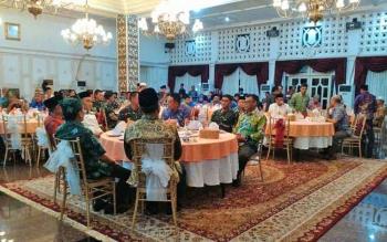Gubernur Kalteng Sugianto Sabran mengundan silaturahim antar tokoh berbagai kalangan di Istana Isen Mulang, Kamis (25/5/2017) malam.