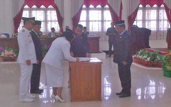 Wakil Gubernur Habib Said Ismail menyaksikan serah terima Jabatan Bupati dan wakil Bupati definitif Bupati Barsel