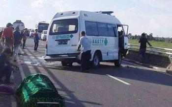 Ambulans Bermuatan Jenazah Pecah Ban di  Jembatan Tumbang Nusa