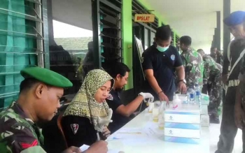 Prajurit TNI Kodim 1011 KLK mendadak di Tes Urine oleh Bandan Narkotika Kabupaten (BNK) Kapuas Jumat(26/5/2017).