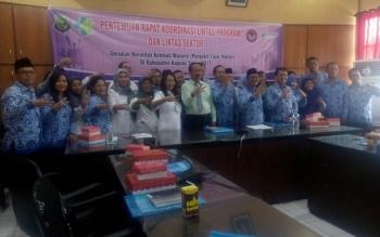 Rapat forum gerakan berantas penyakit menular di Kapuas.