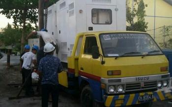 Mesin genset yang akan dikirim dari Palangka Raya menuju Sukamara.