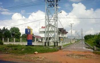Kantor PLN Cabang Kasongan ini berdiri megah di tepi Jalan Trans Kalimantan