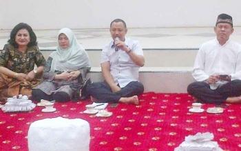 Bupati Barsel Eddy Raya bersama istrinya serta Wakil Bupati Aty Djoedir dan Sekda Edy Kristianto.