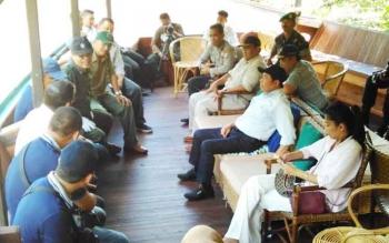Haji Abdul Rasyid saat berbincang dengan para pemangku kepentingan, mengenai masa depan Pulau Salat, Pulang Pisau, Minggu (28/5/2017)