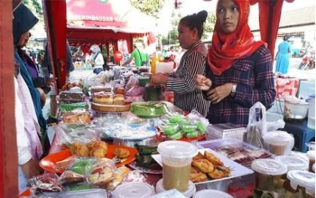 Berbagai wadai khas Ramadan banyak dijual di Pasar Ramadan, Jalan S Parman, Sampit