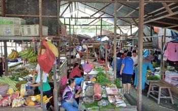 Suasana Pasar Hungan di Jalan Temanggung Silam, Puruk Cahu, Senin(28/5/2017) pagi.