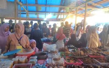 Aktivitas di Pasar Wadai Ramadan yang berlokasi di Lapangan Tugu Jalan Pangeran Antasari Pangkalan Bun