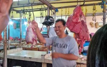 Pedagang sapi di pasar pusat perbelanjaan mentaya (PPM) Sampit