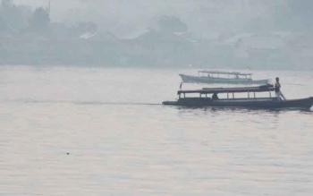 Kelotok penyeberangan dari Kota Sampit ke Kecamatan Seranau.