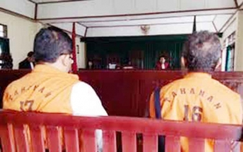 Hasbullah alias Tomy dan Agus Sutedja terpidana kasus penipuan terhadap Ramlin Mashur melalui SKBDN Bank Mandiri Sampit.
