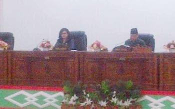 Wakil Bupati Aty Djoedir dan Wakil Ketua I DPRD Barsel, Hasanuddin Agani pada rapat paripurna, Selasa (0/5/2017).