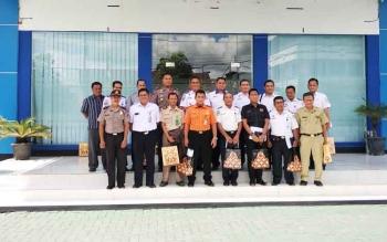 Sejumlah petinggi instansi, TNI, Polri dan perwakilan Pemkab Kotim usai menghadiri rapat tentang arus mudik dan balik 2017 di Kantor KSOP Sampit, Selasa (30/5/2017).