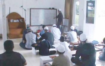 Puluhan peserta Pesantren Kilat mengikuti proses pembelajaran tentang Agama Islam/