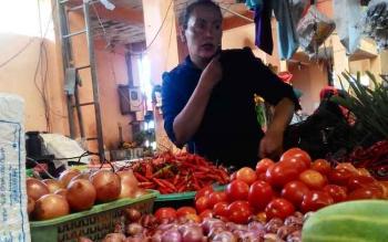 Salah seorang pedagang sayur di Pasar Kahayan, Palangka Raya, Rabu (31/5/2017)