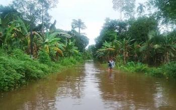 Kondisi banjir di Jalan Bhayangkara, Kelurahan Puruk Cahu Seberang pada Kamis (1/6/2017) pagi.