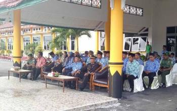 Tamu undangan saat mengikuti pacara Hari Lahir Pancasila di halaman kantor Bupati Sukamara, Kamis (1/6/2017).