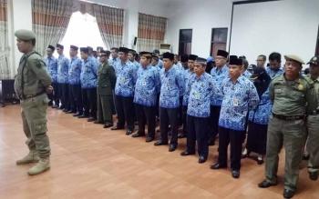 Sejumlah kepala dinas dan pegawai Pemkab Seruyan menggelar upacara peringatan Hari Lahir Pancasila di aula lantai II kantor Bupati Seruyan, Kamis (1/6/2017).