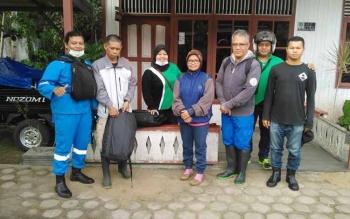 Tim dari DKPPP dipimpin Kabid Peternakan seusai melakukan vaksin massal anjing