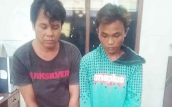 Dua tersangka pengedar sabu yang diringkus Satreskoba Polres Kotim.