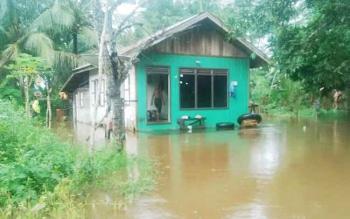 Banjir di Kelurahan Puruk Cahu Seberang, Kecamatan Murung, Kamis (1/6/2017)