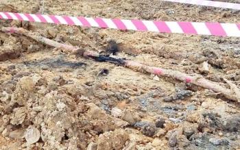 Kabel yang putus akibat terkena alat berat PT Timas