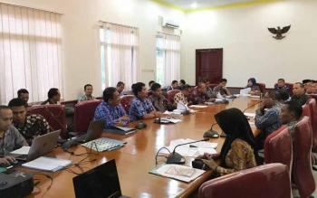 Suasana rapat antara Pemkab Kobar dan Seruyan yang membahas batas wilayah kedua kabupaten ini.