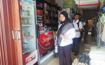 Sejumlah pegawai Pemkab Seruyan saat menyambangi salah satu minimarket di Kuala Pembuang, beberapa waktu lalu.