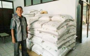 Setiap hari puluhan ton sembako dari Bulog Subdivre Pangkalan Bun didistribusikan ke pasaran.