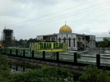 Taman Religi di sekitar Masjid Baitul Yaqin dan Jembatan Kasongan ini diharapkan dapat merubah wajah Kota Kasongan